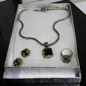 Jewelry - Necklace set green stone with gold and silver